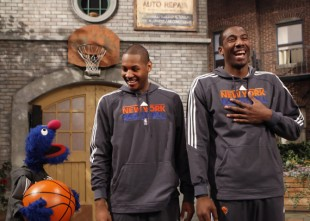 Grover-with-Carmelo-Anthony-and-Amare-Stoudemire1