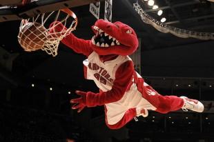 Toronto-Raptors-mascot-dunk
